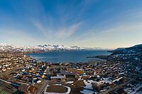 Luftfoto som viser sentrale deler av Bjerkvik foran Herjangsfjorden/Ofotfjorden og med Narvik som bakteppe.