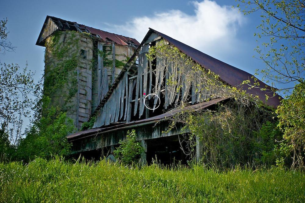 Vintage Barn w/ Two Silos