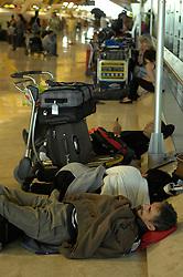 19.04.2010, Flughafen Barajas, Madrid, ESP, Flughafen Madrid Barajas im Bild wartende Fluggäste, Auch in Spanien kommte es durch den Vulkanausbruch in Island zu grossen Verzögerungen, EXPA Pictures © 2010, PhotoCredit: EXPA/ Alterphotos/ ALFAQUI/ R. Perez / SPORTIDA PHOTO AGENCY