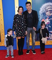 Gia Francesca Lopez, Mario Lopez, Courtney Laine Mazza, Dominic bei der Premiere von Sing in Los Angeles / 031216
