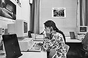 Nederland, Nijmegen, 10-9-1993  Meisjes van allochtone afkomst in een LBO school . Lagere beroeps opleiding . Veel leerlingen met niet westerse afkomst, achtergrond,  zitten hier . Het gebruik van een computer is al doorgedrongen in het onderwijs .Foto: ANP/ Hollandse Hoogte/ Flip Franssen