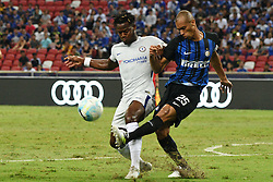 2017?7?29?.??????——????????????????..7?29?????????Miranda????????????Michy Batshuayi????????.???? ??????..Inter Milan's player Miranda (R) competes with Chelsea's player Michy Batshuayi (L) during the International Champions Cup match between Inter Milan and Chelsea held in Singapore's National Stadium on Jul 29, 2017..By Xinhua, Then Chih Wey..????????????2017?7?29? (Credit Image: © Then Chih Wey/Xinhua via ZUMA Wire)