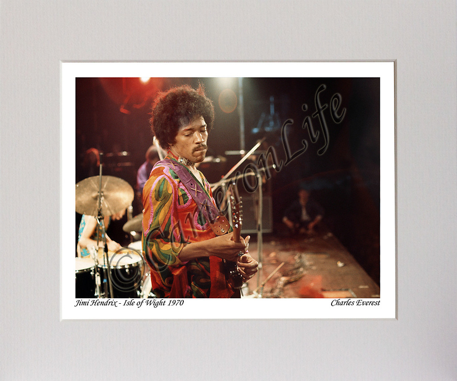Jimi Hendrix (playing guitar on stage) MCP1210-CLFE-053 / CLMA-007