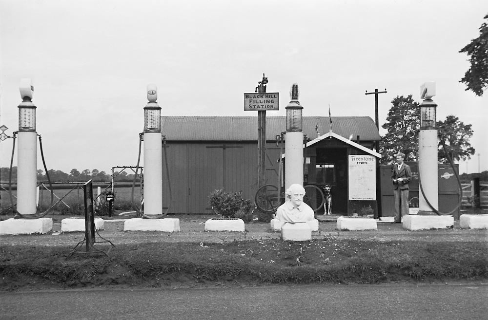 Black Hill Filling Station, Stratford-upon-Avon, Warwickshire, England, 1925