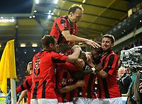 Fotball<br /> Tyskland<br /> 23.04.2012<br /> Foto: Witters/Digitalsport<br /> NORWAY ONLY<br /> <br /> 0:2 Jubel v.l. Matthias Lehmann, Sebastian Jung, Gordon Schildenfeld, Sonny Kittel, Torschuetze Mohamadou Idrissou, Heiko Butscher (Frankfurt)<br /> 2. Bundesliga, Alemannia Aachen - Eintracht Frankfurt