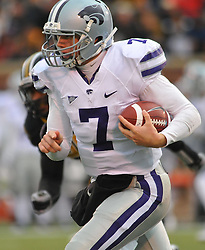 Nov 13, 2010; Columbia, MO, USA; Kansas State Wildcats quarterback Collin Klein (7) runs for short yardage in the second half of the game against the Missouri Tigers at Memorial Stadium. Missouri won 38-28. Mandatory Credit: Denny Medley-US PRESSWIRE