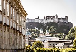THEMENBILD - Teilansicht des Schloss Mirabell mit Blick auf die Festung Hohensalzburg. Das Schloss Mirabell und seine Gärten zählen zu den Touristenzielen in der Stadt, aufgenommen am 09. Mai 2018 in Salzburg, Österreich // partial view of the Mirabell Palace infront of the Hohensalzburg Fortress. The Mirabell palace with its gardens is a listed cultural heritage monument and part of the Historic Centre of the City, Salzburg, Austria on 2018/05/09. EXPA Pictures © 2018, PhotoCredit: EXPA/ JFK
