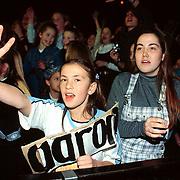 Pittig Popconcert 1997 Utrecht, hysterische meisjes wachten op Aaron Carter