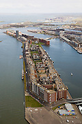 Nederland, Amsterdam, Java-eiland, 16-04-2008; kop Java-eiland, links de Surinamekade, rechts de Javakade; onder in beeld begin van de Jan Schaeferbrug en de de IJhaven; boven het midden de verbindingsdam met daar achter Ertshaven en de eialnden Borneo-Sporenburg; geheel links het IJ; Zeeburger-eiland en IJburg aan de horizon; .voormalige Oostelijk havengebied, architectuurtoerisme, bouwblokken, hoogbouw .former harbour area, old port of Amsterdam, urban developement, urban renewal, urban planning, docklands, modern architecture, city planning.Swart collectie; luchtfoto ;..  .luchtfoto (toeslag); aerial photo (additional fee required); .foto Siebe Swart / photo Siebe Swart