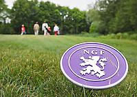 AMSTERDAM - Was de AOC begin deze maand nog de eerste club in Nederland met de nieuwe NGF tees, nu is het ook de eerste club in Nederland met de eerste familie die de 'familiebaanpermissie' heeft gehaald.   FOTO KOEN SUYK