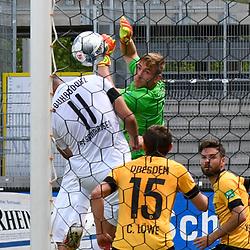 Dresdens Broll Kevin (1) kann nur dem Ball hinter her schauen beim Spiel in der 2. Bundesliga, SV Sandhausen - Dynamo Dresden.<br /> <br /> Foto © PIX-Sportfotos *** Foto ist honorarpflichtig! *** Auf Anfrage in hoeherer Qualitaet/Aufloesung. Belegexemplar erbeten. Veroeffentlichung ausschliesslich fuer journalistisch-publizistische Zwecke. For editorial use only. For editorial use only. DFL regulations prohibit any use of photographs as image sequences and/or quasi-video.