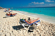 MEXICO, YUCATAN, TOURISM Riviera Maya; Cancun sunbathers