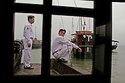 Vietnam, Ha Long Bay. militars Vietnam, Ha Long Bay