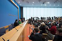 27 NOV 2013, BERLIN/GERMANY:<br /> Sigmar Gabriel, SPD Parteivorsitzender, Angela Merkel, CDU Parteivorsitzende und geschaeftsfuehrende Bundeskanzlerin, Horst Seehofer, CSU Vorsitzender und Ministerpraesident Bayern, Steffen Hebestreit, Leitung, (Podium v.V.n.H.), Pressekonferenz zur Einigung ueber einen Koalitionsvertrag, Bundespressekonferenz<br /> IMAGE: 20131127-01-028<br /> KEYWORDS: BPK, Fotografen, Kameraleute
