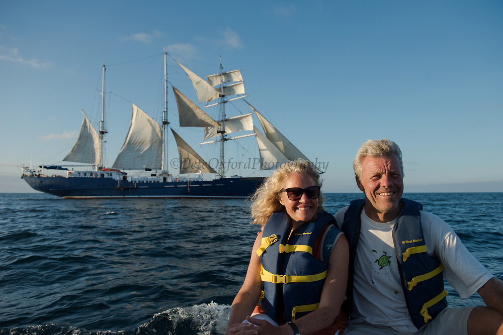 Pete Oxford & Renee Bish<br /> SS Mary Ann<br /> Galapagos<br /> Ecuador, South America