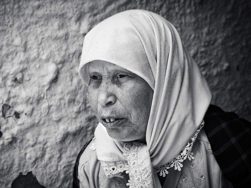 Tunisia - Berberian old woman BW