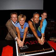 Eerste repetitiedag musical Passion, aansnijden taart door Paul Eenens, Vera Mann, Stanley Burleson en Pia Douwes
