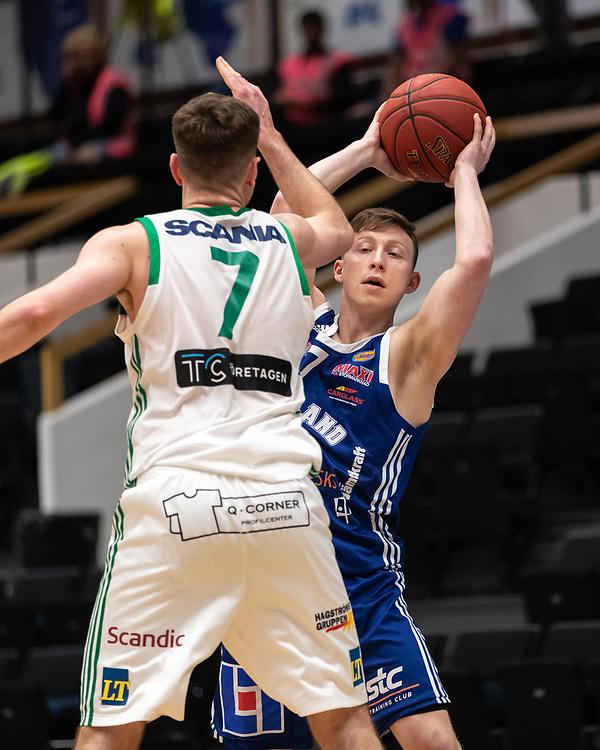 ÖSTERSUND 20210511<br /> Jämtlands Johan Petersén under tisdagens semifinal i basketligan mellan Jämtland Basket och Södertälje BBK i Östersunds Sporthall.<br /> <br /> Foto: Per Danielsson/Projekt.P