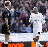 Fotball<br /> FA-cup 2005<br /> 5. runde<br /> Bolton v Arsenal<br /> 12. mars 2005<br /> Foto: Digitalsport<br /> NORWAY ONLY<br /> Bolton's El Hadji Diouf trys to protest his innocence after being sent off