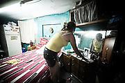Una donna nella sua casa all'interno di un convettillo nel quartiere de La Boca a Buenos Aires, 4 marzo 2011.<br /> Foto Christian Mantuano / OneShot