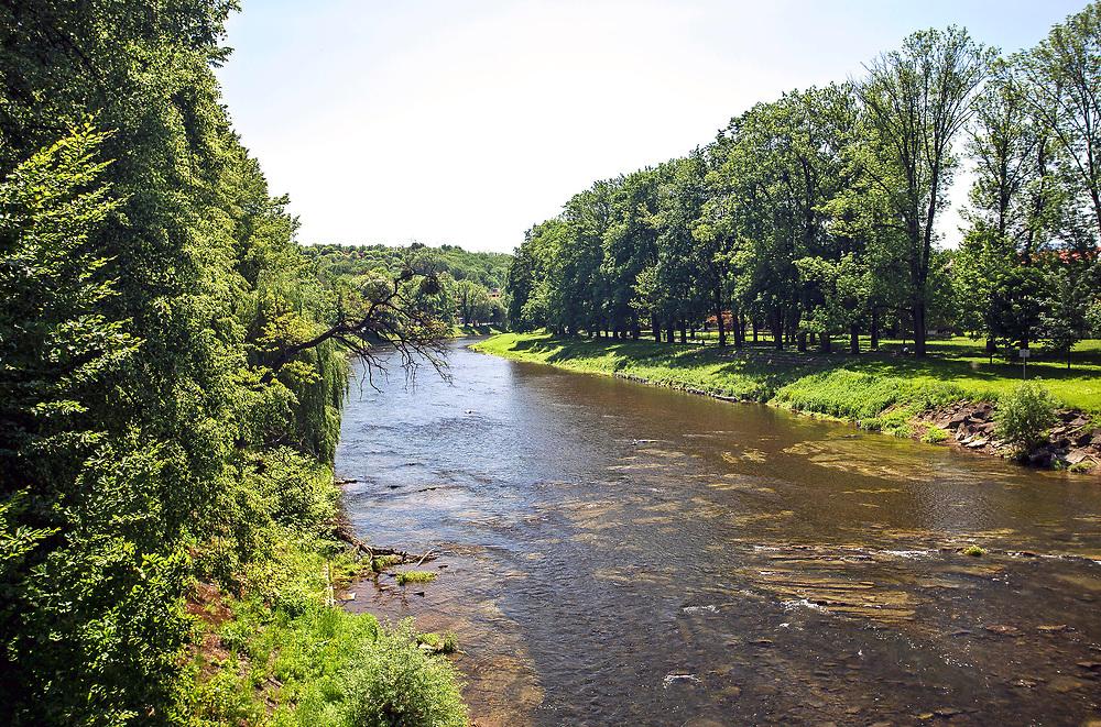 Graniczna rzeka Olza w Cieszynie, Polska<br /> Border river Olza in Cieszyn, Poland