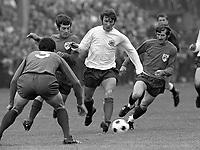 Fotball<br /> England <br /> Foto: Colorsport/Digitalsport<br /> NORWAY ONLY<br /> <br /> Kevin Hector (Football league) Mick Kearin (right) Al Finucan (left). League of Ireland v English Football league. 22/9/71