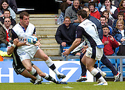 2005 European Challenge Cup Final Sale Sharks v Pau, ENGLAND, 21.05.2005, Mark Cueto, lays the ball of to Andy Titterell, who goes on to score a try.<br /> Photo  Peter Spurrier. <br /> email images@intersport-images