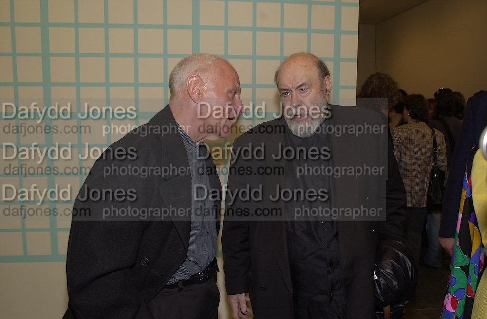 Richard Serra and David Sylvester. Damian Hirst opening reception and after party. Gagosian gallery and 118 10th Ave. New York. 23 September 2000.  © Copyright Photograph by Dafydd Jones 66 Stockwell Park Rd. London SW9 0DA Tel 020 7733 0108 www.dafjones.com