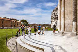 THEMENBILD - Teilansicht der Kathedrale und das Baptisterium beim Schiefen Turm von Pisa, aufgenommen am 24. Juni 2018 in Pisa, Italien // partial view of the Pisa Cathedral and the Baptistery of San Giovanni at the Leaning Tower of Pisa, Pisa, Italy on 2018/06/24. EXPA Pictures © 2018, PhotoCredit: EXPA/ JFK