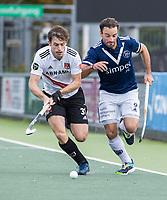 AMSTELVEEN -  Fergus Kavanagh (Amsterdam)  met Sebastien Dockier (Pinoke)     tijdens de      hoofdklasse hockeywedstrijd mannen,  AMSTERDAM-PINOKE (1-3) , die vanwege het heersende coronavirus zonder toeschouwers werd gespeeld. COPYRIGHT KOEN SUYK
