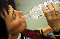 Langrenn, Pressetreff Beitostølen 15. november 2001.  Bente Skari, drikker vann.