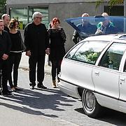 NLD/Amstelveen/20120917 - Uitvaart Rosemarie Smid - Giesen van der Sluis, familie, Ernst Daniel Smid en kinderen Coosje, Lieneke, en Geerd
