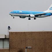NLD/Amsterdam/20060903 - Aankomst vliegtuig op Schiphol airport