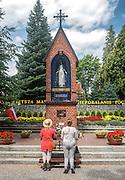 Gietrzwałd, (woj. warmińsko-mazurskie) 19.07.2015. Sanktuarium Maryjne w Gietrzwałdzie - kapliczka objawień.