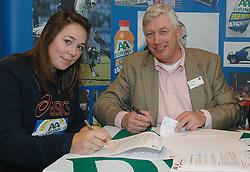 17-02-2007 ATLETIEK: AA DRINK TALENTTEAM: GENT<br /> Ondertekening sponsorcontract tussen AA Drink en het Talentteam / Melissa Boekelman en Cees Pille<br /> ©2007-WWW.FOTOHOOGENDOORN.NL
