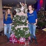 NLD/Hilversum /20131210 - Sky Radio Christmas Tree For Charity 2013, Paulien Huizinga en Danie Bles bij hun versierde haar kerstboom