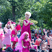 NLD/Amsterdam//20170805 - Gay Pride 2017, Roze drag queens