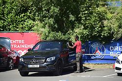 July 4, 2017 - St Germain En Laye, France, France - Nettoyeur de Voiture des joueurs du PSG (Credit Image: © Panoramic via ZUMA Press)