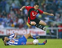 Fotball<br /> Oppkjøring til Bundesliga 2003/2004<br /> Foto: Uwe Speck, Digitalsport<br /> <br /> NORWAY ONLY<br /> <br /> v.l.  MANICHE , Nebojsa KRUPNIKOVIC  Hannover<br /> <br /> Testspiel   Hannover 96 - FC Porto