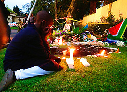 05.12.2013, Johannesburg, ZAF, Nelson Mandela, der Gigant des Humanismus ist im Alter von 95 Jahren in seinem Haus an den Folgen einer Lungenentzuendung gestorben, im Bild A boy lights, candle outside the house of former South African president Nelson Mandela // Nelson Mandela a giant of humanism died in his house in Johannesburg, South Africa on 2013/12/05. EXPA Pictures © 2013, PhotoCredit: EXPA/ Photoshot/ Zhang Chuanshi<br /> <br /> *****ATTENTION - for AUT, SLO, CRO, SRB, BIH, MAZ only*****