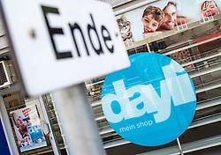 THEMENBILD - Dayli. TAP dayli Vertriebs GmbH, eine oesterreichische Drogeriekette, ging 2012 aus Schlecker hervor. Am Montag, den 12.08.2013, will der Masseverwalter die Entscheidung ueber die Schliessung faellen. 2200 Mitarbeiter sind betroffen. Das Bild wurde am 09. August 2013 aufgenommen. im Bild Schaufenster einer Dayli Filiale // THEME IMAGE FEATURE - Dayli. Dayli is a austrian drugstore chain. The image was taken on august, 9th, 2013. Picture shows Showcase of an Dayli Shop, AUT, EXPA Pictures © 2013, PhotoCredit: EXPA/ Michael Gruber