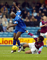 Fotball<br /> England 2004/2005<br /> Foto: SBI/Digitalsport<br /> NORWAY ONLY<br /> <br /> Millwall v West Ham United<br /> Coca Cola Championship. 21/11/2004.<br /> <br /> Mauricio Tarrico of West ham gets to grips with Barry Hayles of Millwall