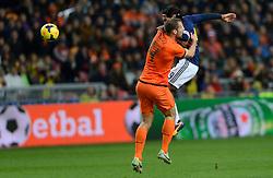 19-11-2013 VOETBAL: NEDERLAND - COLOMBIA: AMSTERDAM<br /> Nederland speelt met 0-0 gelijk tegen Colombia / Radamo Falcao Garcia, Ron Vlaar<br /> ©2013-FotoHoogendoorn.nl