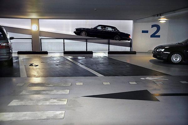 Nederland, Nijmegen, 21-10-2010Ondergrondse parkeergarage met 5 parkeerlagen onder de Sint Maartenskliniek. Een auto rijdt omhoog om de garage te verlaten.Foto: Flip Franssen/Hollandse Hoogte