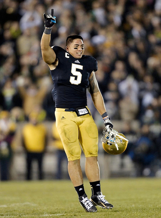 November 17, 2012:  Notre Dame inside linebacker Manti Te'o (5) waves to the home fans during NCAA Football game action between the Notre Dame Fighting Irish and the Wake Forest Demon Deacons at Notre Dame Stadium in South Bend, Indiana.  Notre Dame defeated Wake Forest 38-0.