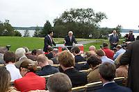 07 SEP 2008, WERDER/GERMANY:<br /> Hubertus Heil (L), SPD Generalsekretaer, und Frank-Walter Steinmeier (R), SPD, Bundesaussenminister, und Journalisten, waehrend einer Pressekonferenz  zur Klausurtagung der SPD Parteispitze in deren Verlauf Steinmeier den Ruecktritt von K urt B eck und seinen Antritt als Kanzlerkandidat zur Bundestagswahl 2009 bekannt gibt, Hotel Seaside Garden Schwielowsee<br /> IMAGE: 20080907-01-064
