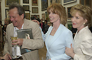Terry gilliam  Jane Asher and Patricia Hodge. The Queen's celebration of the Arts. Royal Academy. 16 May 2002. © Copyright Photograph by Dafydd Jones 66 Stockwell Park Rd. London SW9 0DA Tel 020 7733 0108 www.dafjones.com