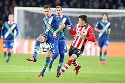 03.11.2015, Philips Stadion, Eindhoven, NED, UEFA CL, PSV Eindhoven vs VfL Wolfsburg, Gruppe B, im Bild Julian Draxler (#10, VfL Wolfsburg) mit Santiago Arias (#4, PSV Eindhoven) // during UEFA Champions League group B match between PSV Eindhoven vs VfL Wolfsburg at the Philips Stadion in Eindhoven, Netherlands on 2015/11/03. EXPA Pictures © 2015, PhotoCredit: EXPA/ Eibner-Pressefoto/ Deutzmann<br /> <br /> *****ATTENTION - OUT of GER*****