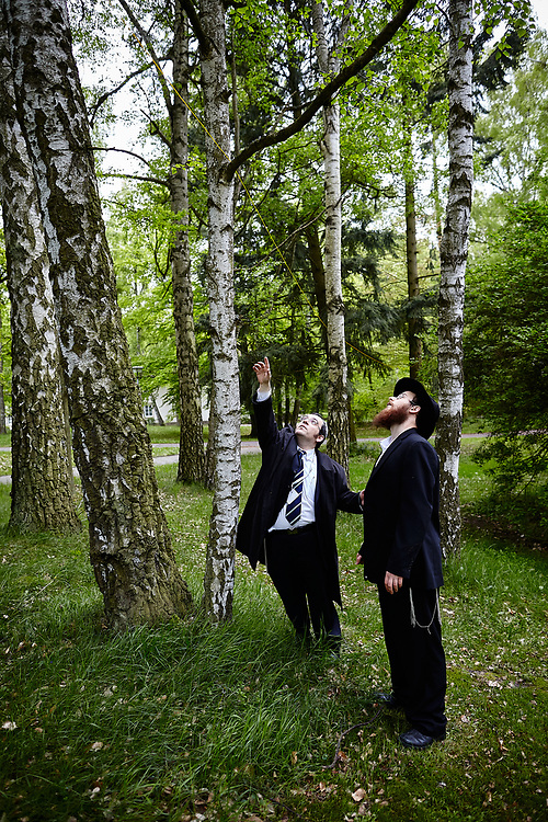 Germany, Werbellinsee 2010/05/14<br /> <br /> Two rabbis erect an Eruv during a Jewish gathering.