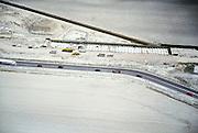 Nederland, ten Oosten van Zoetermeer, Polder de Morgen, 17/05/2002; aanleg HSL: het trace loopt diagonaal vanaf linksboven, spoorsloot reeds gegraven; de Nieuwe Hoefweg is tijdelijk omgelegd en zal in de toekomst verdiept onder de HSL door gaan; betonfundering met heipalen voor de verdiepte kruising onder constructie; Nederlands woestijnlandschap;  infrastructuur, bouwen, spoor, rail, TGV planologie ruimtelijke ordening, landschap;<br /> luchtfoto (toeslag), aerial photo (additional fee)<br /> foto /photo Siebe Swart